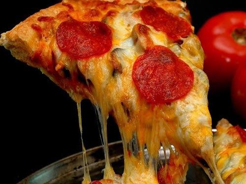 Пицца с колбасой и помидорами и грибами рецепт с фото