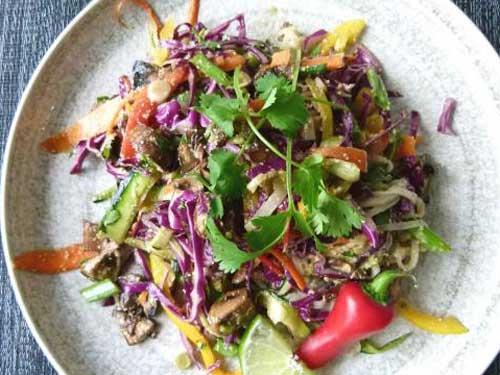 кальмары с маринованными грибами салат рецепт