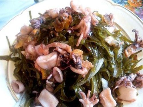 Салат с морской капустой и мидиями рецепт